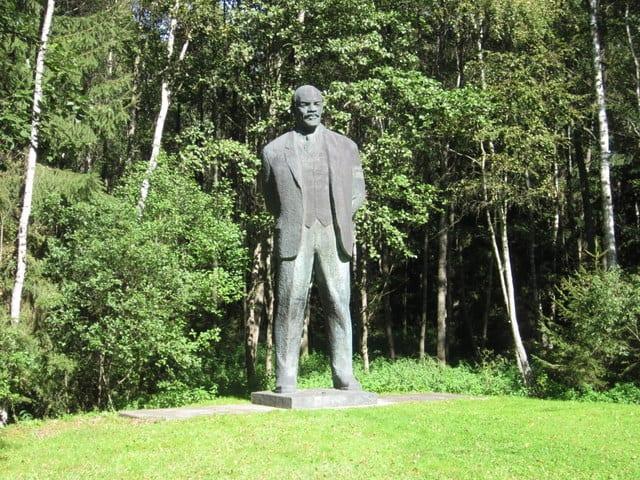 פסל של לנין בפארק גרוטאס, ליטא